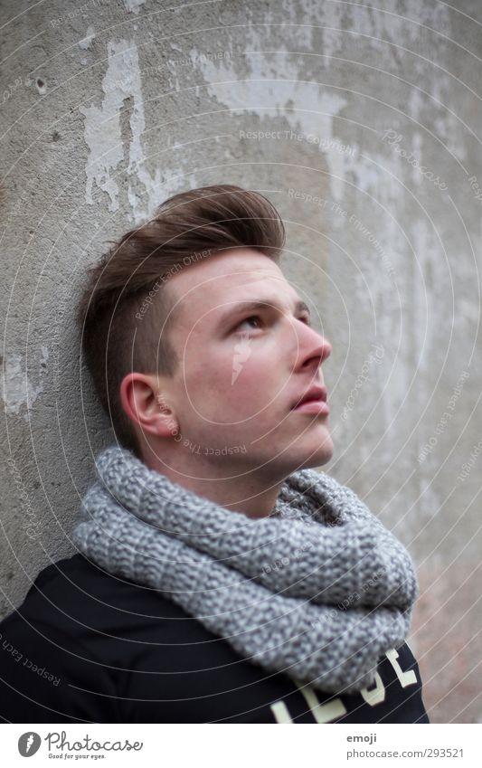 up maskulin Junger Mann Jugendliche 1 Mensch 18-30 Jahre Erwachsene Haare & Frisuren brünett kurzhaarig trendy schön Farbfoto Außenaufnahme Tag Porträt