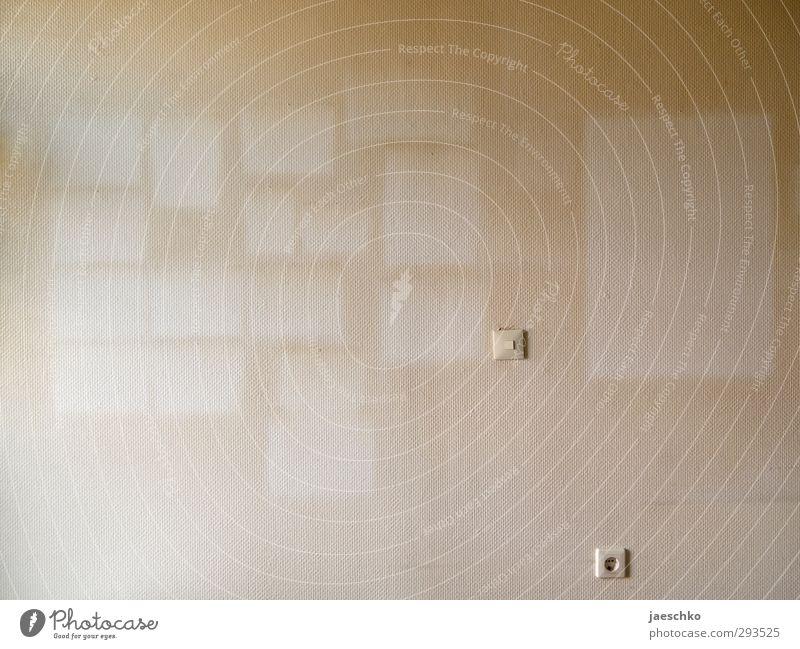 Gelebt Mauer Wand Zeichen trist Traurigkeit Tod Senior Angst Desaster Einsamkeit Endzeitstimmung Identität Leben Nostalgie Trennung Umzug (Wohnungswechsel)