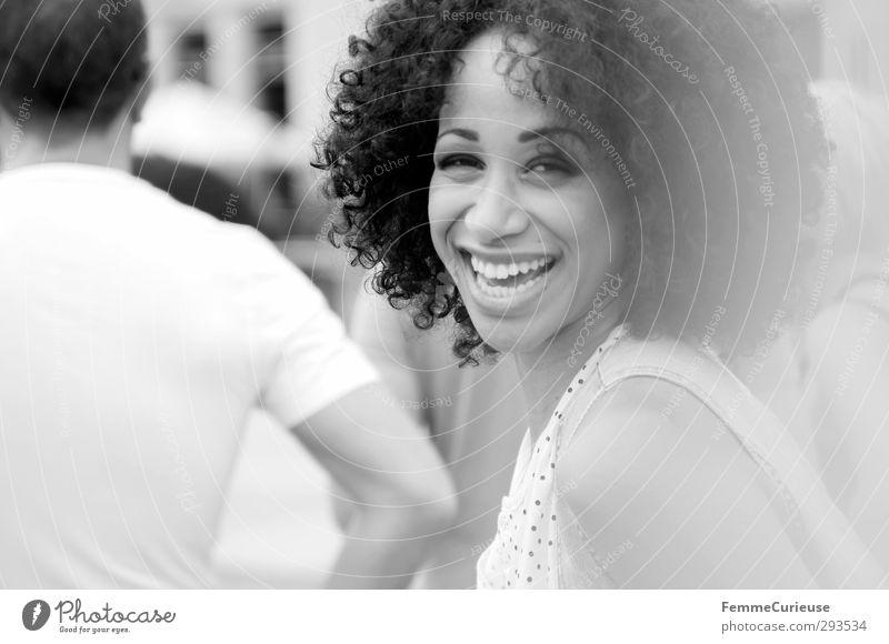 Sonnentag :) Frau Jugendliche schön Freude Junge Frau Erwachsene feminin lachen 18-30 Jahre Stil Freizeit & Hobby Zufriedenheit Lächeln Lifestyle Stadtleben Fröhlichkeit