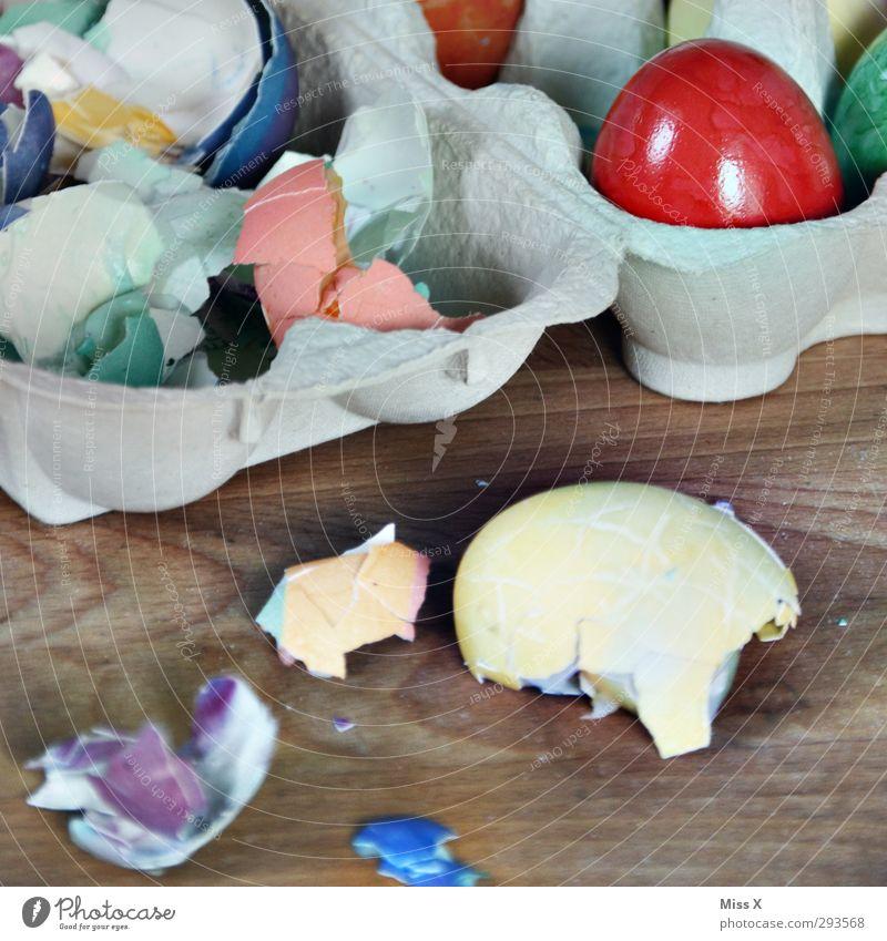 Eier Lebensmittel Ernährung Frühstück Abendessen Bioprodukte Ostern kaputt lecker mehrfarbig Osterei Eierschale Hühnerei Farbe gebrochen Foodfotografie