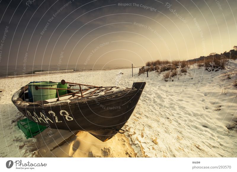 Winterschlaf Himmel Ferien & Urlaub & Reisen alt Wasser Meer Einsamkeit ruhig Strand Erholung Umwelt Schnee Freiheit Holz Küste Sand