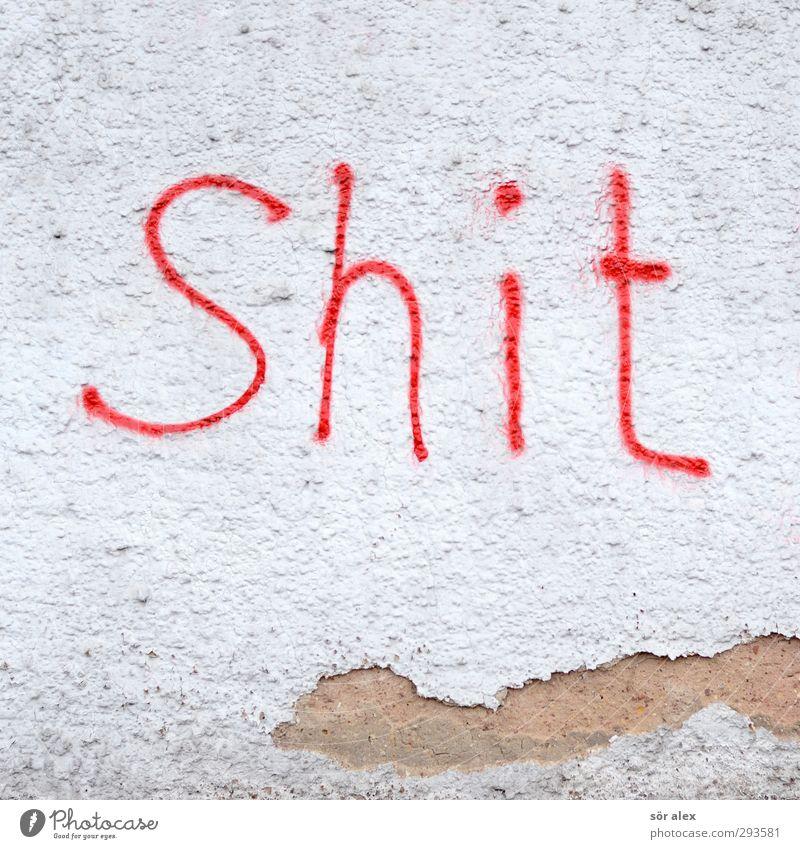 **** Mauer Wand Putzfassade Zeichen Schriftzeichen Graffiti fluchen rot weiß Langeweile Verfall Vergänglichkeit Wut Zerstörung Vandalismus Fassade Englisch shit