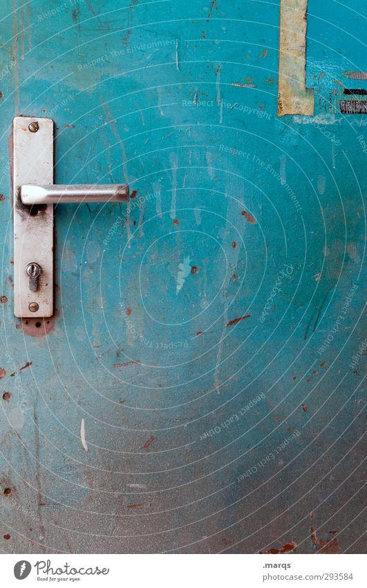 Backdoor Tür Zeichen alt dreckig blau türkis Farbe geschlossen Türschloss Metall Sicherheit geheimnisvoll Eingang Ausgang Hintertür Farbfoto Außenaufnahme