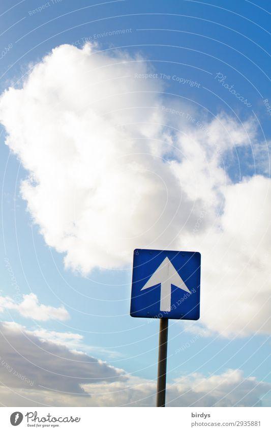 Da oben ist die Luft auch nicht besser Himmel Wolken Schilder & Markierungen Hinweisschild Warnschild Verkehrszeichen Pfeil authentisch frei positiv blau grau