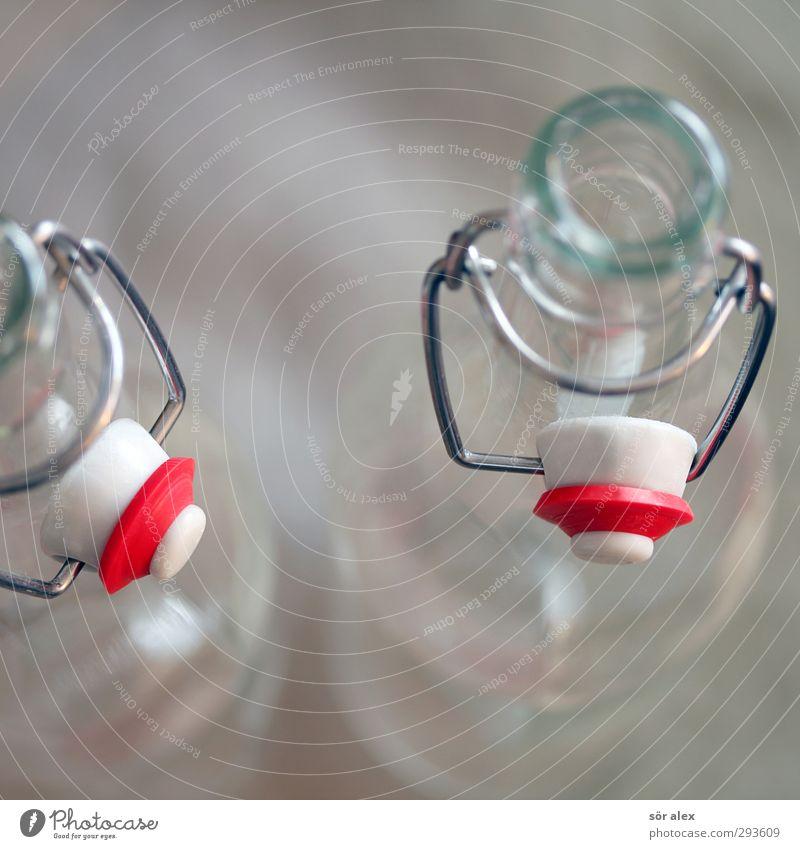 leer Getränk trinken Erfrischungsgetränk Spirituosen Bügelverschluss Bügelflasche Flasche Glasflasche rot weiß durstig Durst 2 Flaschenhals Verschluss Farbfoto