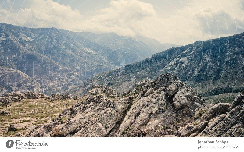 Korsika XXXI Abenteuer Ferne Freiheit Sommer Umwelt Natur Landschaft Berge u. Gebirge ästhetisch Felsen wandern Klettern steinig Wolken Himmel Horizont Aussicht