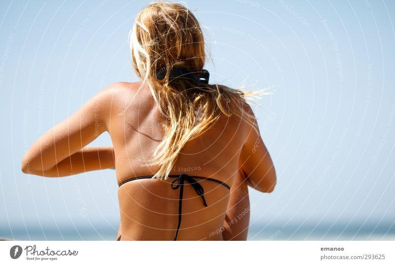 Sommerrücken Lifestyle Stil Haut Ferien & Urlaub & Reisen Sommerurlaub Sonne Strand Meer Mensch Frau Erwachsene Körper Rücken 1 Himmel Küste Bikini