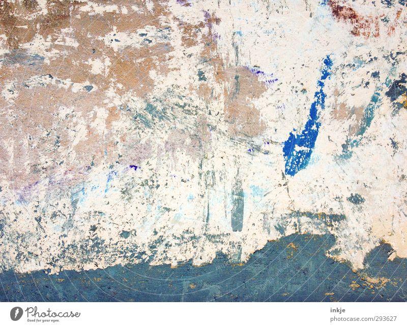 Ein Dosenfisch stürzt sich lachend ins offene Meer. blau alt Farbe Wand Mauer Schwimmen & Baden Kunst Fassade kaputt Kreativität Idee Verfall Inspiration Farbrest