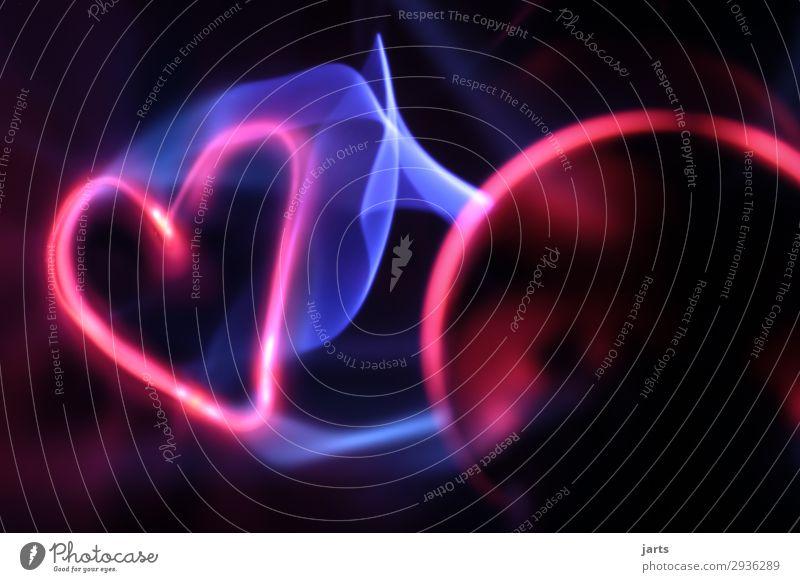 elektrisiert I Technik & Technologie Wissenschaften High-Tech Herz leuchten außergewöhnlich heiß hell blau rot Kraft Energie Liebe Farbfoto Studioaufnahme