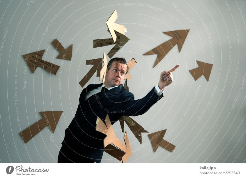 public relations Mensch maskulin Mann Erwachsene 1 Hemd Anzug Krawatte Zeichen Pfeil Blick Problemlösung Marketing planen Richtung zeigen Zeigefinger