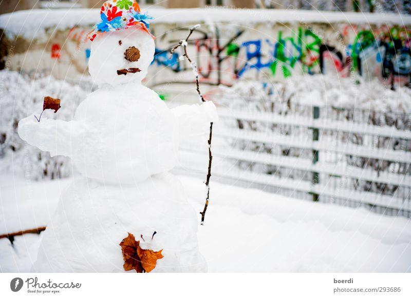 mein ... Schnee...Mann Winter Kunstwerk Garten Park Stadt Platz Spielplatz Graffiti stehen Traurigkeit warten außergewöhnlich mehrfarbig weiß standhaft