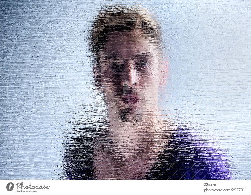 durchblick Stil maskulin Junger Mann Jugendliche 30-45 Jahre Erwachsene T-Shirt Bart Oberlippenbart Blick kalt Neugier blau violett Identität Perspektive