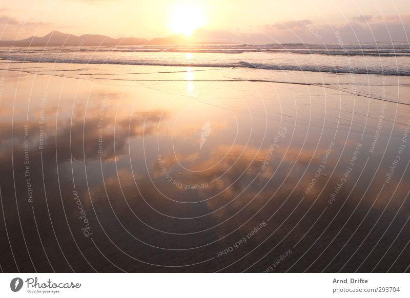 Spiegelwolken Ferien & Urlaub & Reisen Ferne Insel Natur Wasser Himmel Wolken Sonnenaufgang Sonnenuntergang Sommer Schönes Wetter Berge u. Gebirge Wellen Küste