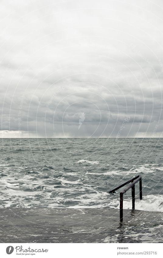Forty foot Natur Himmel Wolken schlechtes Wetter Unwetter Nebel Wellen Küste Meer dunkel kalt Schwimmen & Baden grau Geländer Beton Horizont Wasser Dublin