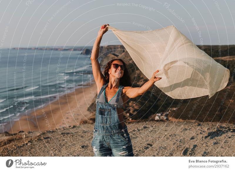 Frau Mensch Himmel Ferien & Urlaub & Reisen Natur Jugendliche Junge Frau Sommer schön Landschaft Sonne Meer Strand Berge u. Gebirge Lifestyle Erwachsene