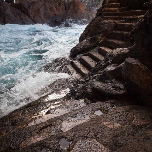 Stufen Ferien & Urlaub & Reisen Abenteuer Ferne Sonne Meer Insel Wellen Urelemente Erde Luft Wasser Wind Felsen Küste Bucht Riff Hafen Anlegestelle nass wild