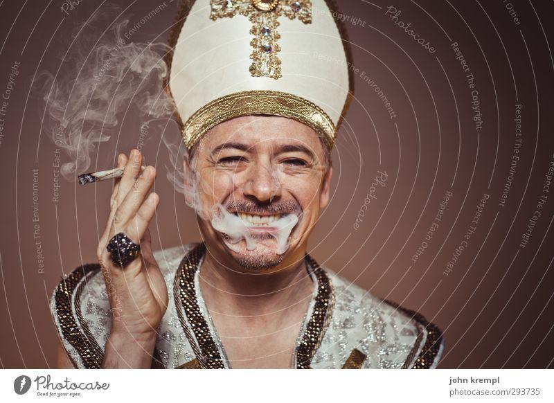 John Popel Mensch Mann Erwachsene lachen Religion & Glaube gold Fröhlichkeit 45-60 Jahre Coolness Rauchen historisch Hut Kreuz Ring trendy skurril
