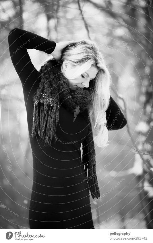 stand alone Mensch feminin Frau Erwachsene Leben Körper 1 18-30 Jahre Jugendliche Kleid Schal Haare & Frisuren blond langhaarig Gefühle Stimmung Glück