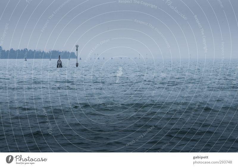 endlos trüb Wetter schlechtes Wetter Wind Nebel Wellen Bucht Meer Adria Venedig dunkel trist blau Unendlichkeit kalt Wasseroberfläche ungemütlich