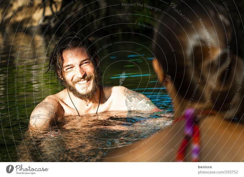Wasser Flirt Mann Frau Flirten Schwimmen & Baden Im Wasser treiben Sommer lachen Lächeln Bart Vollbart Paar paarweise Liebespaar Verliebtheit Porträt Sonne