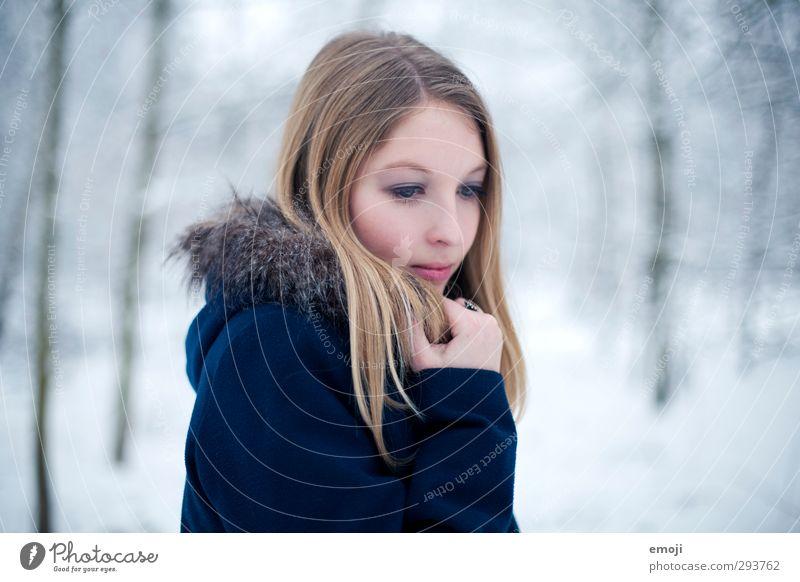 kalt feminin Junge Frau Jugendliche 1 Mensch 18-30 Jahre Erwachsene Winter Pelzmantel blond schön blau Farbfoto Außenaufnahme Tag Schwache Tiefenschärfe Porträt