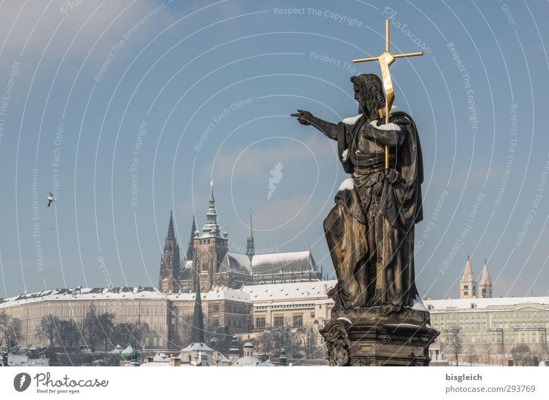 Prag I blau Ferien & Urlaub & Reisen Stadt weiß Winter Schnee grau Vogel Europa Tourismus Brücke Burg oder Schloss Christliches Kreuz Skyline Statue Denkmal