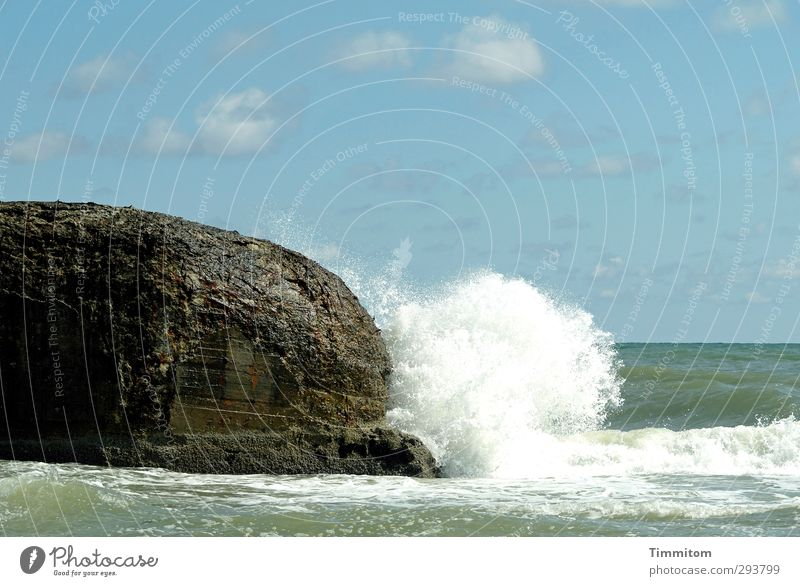 Kopfball! Ferien & Urlaub & Reisen Sommer Strand Umwelt Natur Urelemente Luft Wasser Himmel Wolken Wellen Küste Nordsee Dänemark Beton einfach frisch blau weiß