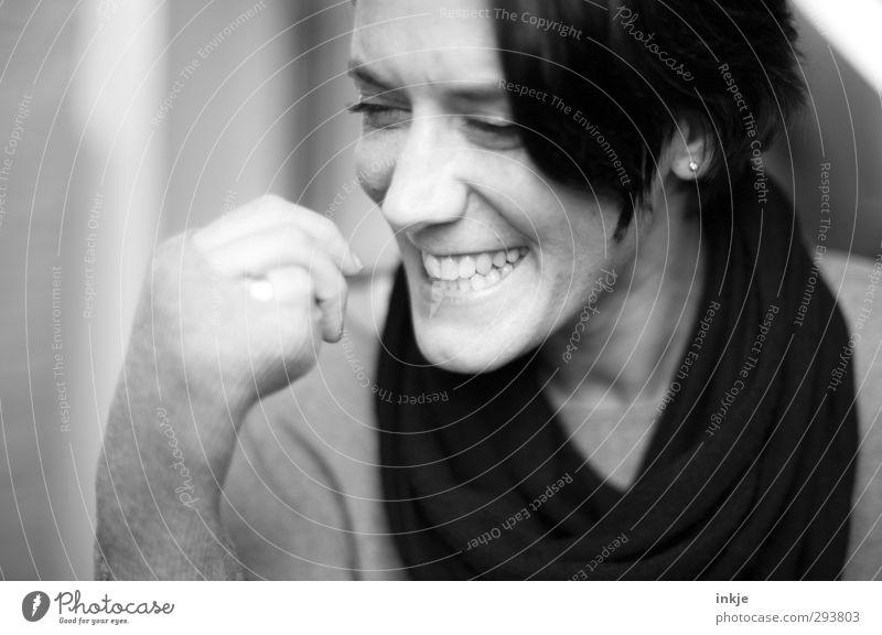 (-: Lifestyle Freude Frau Erwachsene Leben Gesicht 1 Mensch 30-45 Jahre Lächeln lachen authentisch Fröhlichkeit lustig schön Gefühle Stimmung Lebensfreude