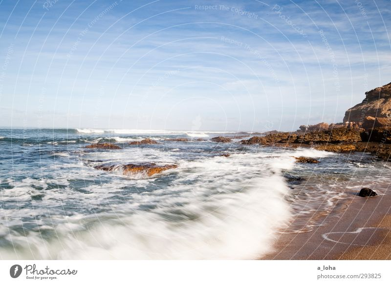 . Umwelt Natur Landschaft Urelemente Sand Wasser Himmel Wolken Horizont Sommer Schönes Wetter Felsen Wellen Küste Strand Bucht Riff Meer blau braun Fernweh rein