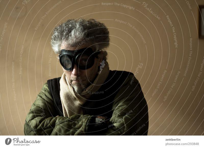 Self again Mensch Mann Erwachsene Haare & Frisuren maskulin 45-60 Jahre Brille Wachsamkeit Mantel Schal Frustration Ausdauer verstört gereizt trotzig