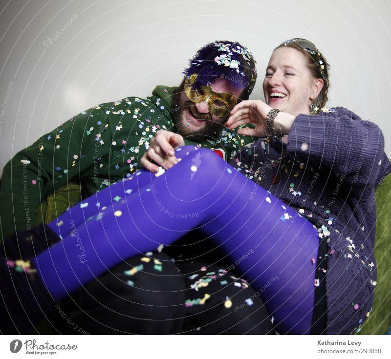 Fotobooth Mensch Frau Mann grün Freude Erwachsene Leben lachen Spielen Feste & Feiern Paar Party Freundschaft Zusammensein authentisch Häusliches Leben