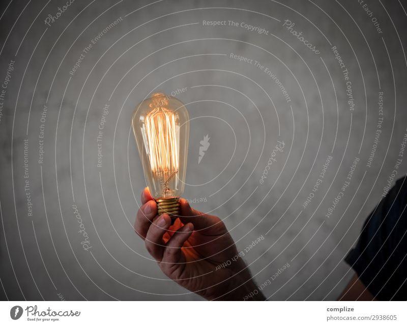 Vintage Edison Glühbirne in der Hand Lifestyle Innenarchitektur Beleuchtung Business Party Lampe Büro Häusliches Leben Freizeit & Hobby Dekoration & Verzierung