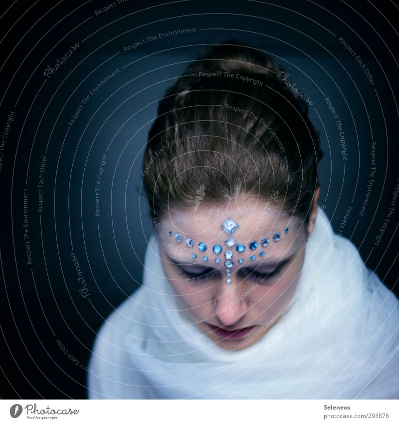 0o.o0 Mensch Frau schön Winter Gesicht Erwachsene kalt Auge feminin Haare & Frisuren Kopf glänzend Haut Mund Nase Stoff