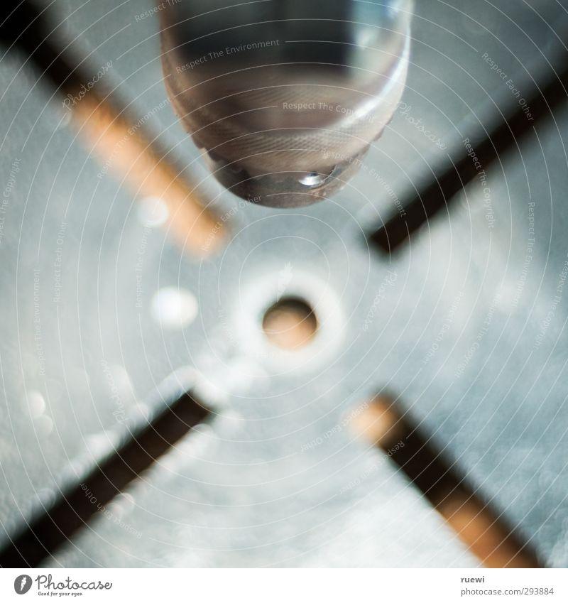 > o < Berufsausbildung Praktikum Arbeit & Erwerbstätigkeit Handwerker Industrie Werkzeug Bohrmaschine Metall Kreuz drehen dreckig kalt rund braun grau silber
