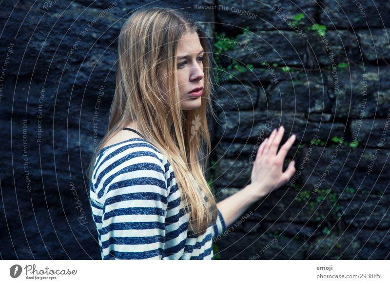 Wind. Mensch Jugendliche schön Junge Frau Erwachsene dunkel feminin 18-30 Jahre blond