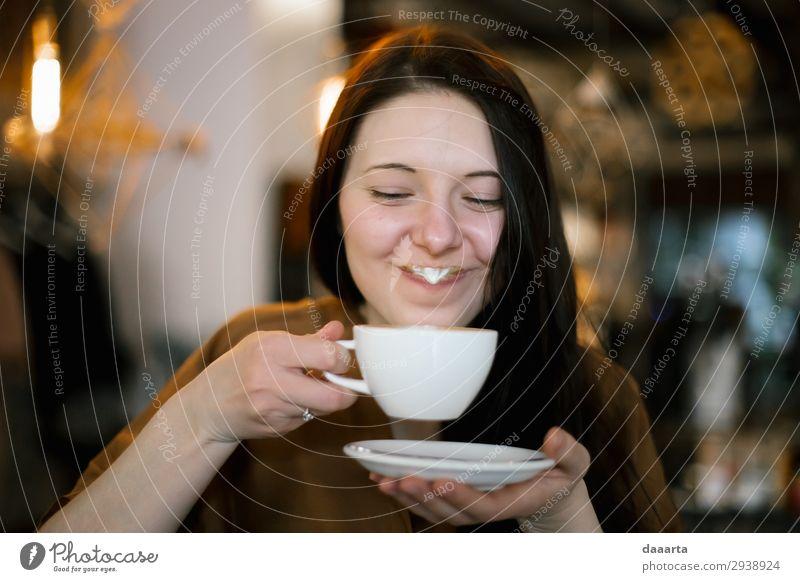 zufrieden mit dem Kaffee Getränk trinken Heißgetränk Kakao Latte Macchiato Lifestyle elegant Stil Freude Leben harmonisch Freizeit & Hobby Abenteuer Freiheit
