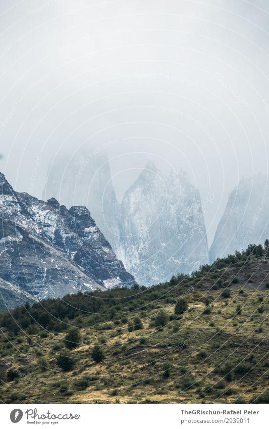 Torres del Paine Umwelt Natur Landschaft blau grau grün schwarz weiß Steppe Berge u. Gebirge Torres del  Paine Gipfel Schnee Wolken trist kalt Wind Patagonien