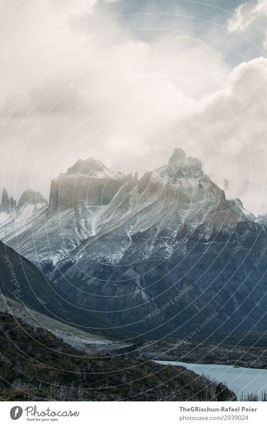 Torres del Paine - NP Umwelt Natur Landschaft blau braun grau Berge u. Gebirge See Patagonien Wetter Wolken Leidenschaft Schnee Chile Torres del Paine NP