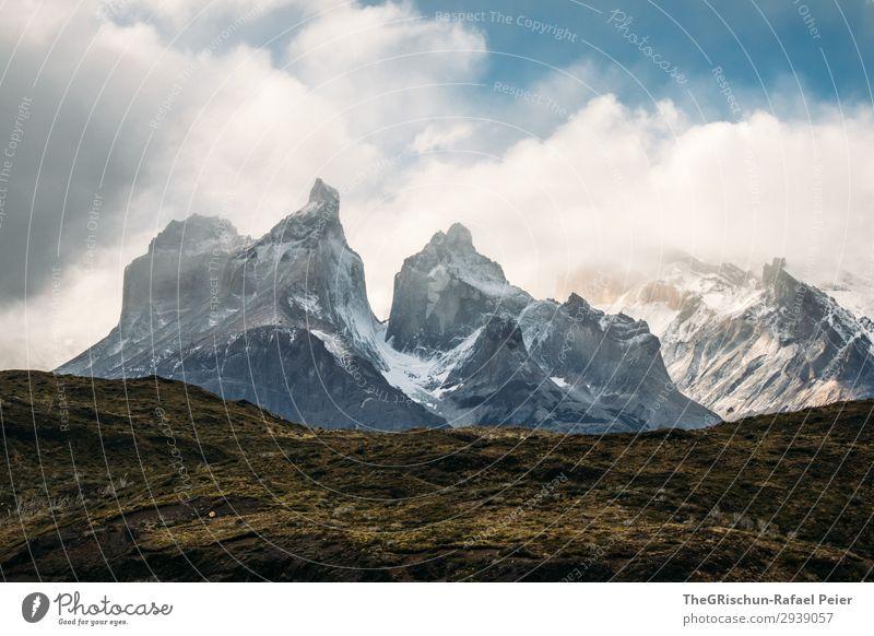 Torres del Paine - NP Umwelt Natur Landschaft blau grau schwarz weiß Torres del Paine NP Berge u. Gebirge Schnee Wolken wandern Chile Sonnenstrahlen Schatten