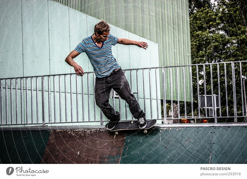 Skateboard Mensch Mann Jugendliche Freude Erwachsene Junger Mann Sport Leben Spielen 18-30 Jahre Stil außergewöhnlich maskulin Freizeit & Hobby ästhetisch Fitness