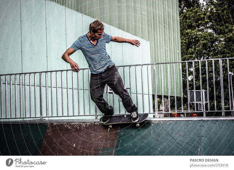 Skateboard Stil Freude sportlich Fitness Freizeit & Hobby Spielen Skateboarding Sport Sport-Training Halfpipe Minirampe maskulin Junger Mann Jugendliche