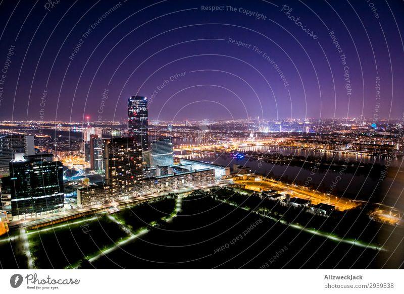 Wien bei Nacht 1 Stadt Haus dunkel Beleuchtung leuchten Aussicht Europa Hochhaus Romantik Städtereise Sightseeing Großstadt Österreich Plattenbau Nachtaufnahme