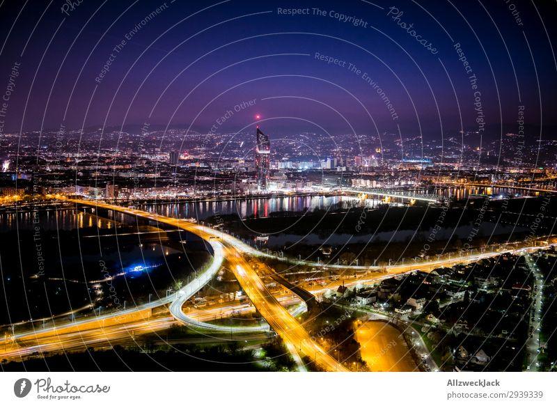 Wien bei Nacht 2 Stadt dunkel Straße Beleuchtung Verkehr leuchten Aussicht Europa Hochhaus Romantik Städtereise Sightseeing Autobahn Großstadt Österreich