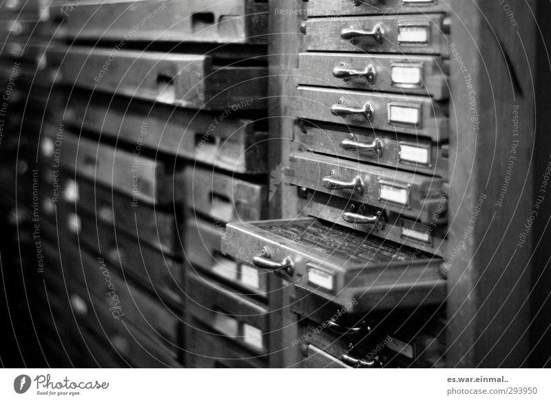 schatzkästen Setzkasten authentisch Blei Buchstaben Schublade Schrank Schwarzweißfoto