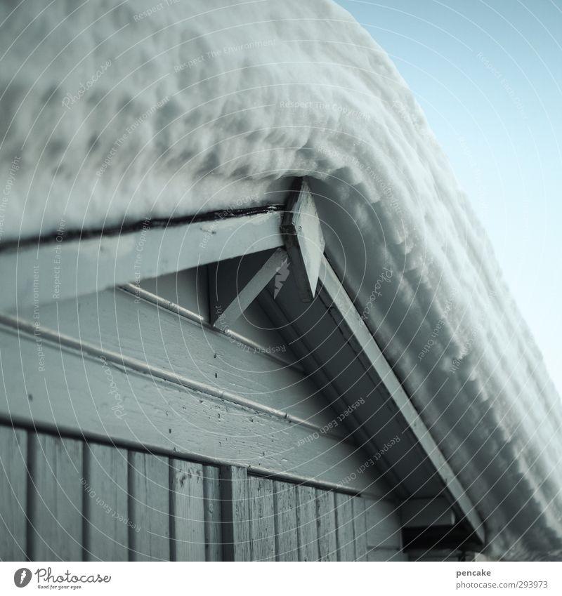 watte Urelemente Winter Schnee Hütte Watte Holz kalt kuschlig lustig nah viele weich türkis weiß Schutz Geborgenheit Holzstruktur Holzbrett Wolkenloser Himmel