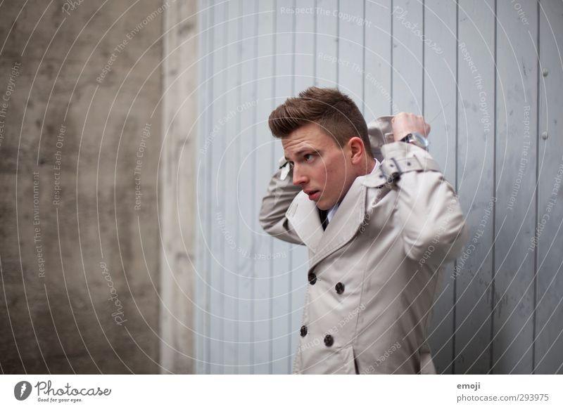 time goes by maskulin Junger Mann Jugendliche 1 Mensch 18-30 Jahre Erwachsene Mode Jacke Mantel kurzhaarig trendy Farbfoto Gedeckte Farben Außenaufnahme Tag