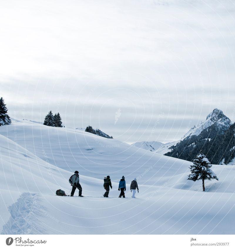 Schneeschuhtour Mensch Natur Jugendliche Wasser ruhig Landschaft Wolken Winter Erwachsene 18-30 Jahre Berge u. Gebirge Schnee Freiheit gehen Menschengruppe Zufriedenheit