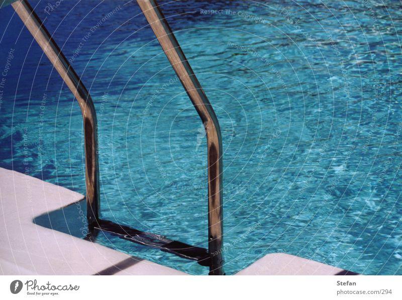 pooldays#2 Schwimmbad Ferien & Urlaub & Reisen Club Dia Bikini Badeanzug Bar Wasser blau Leiter water swimming