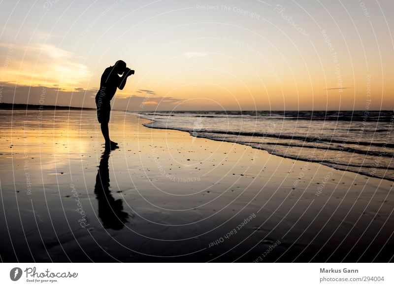 Fotograf Mensch Himmel Natur Mann Ferien & Urlaub & Reisen Wasser Sommer Wolken Landschaft Strand Erwachsene gelb Wärme Gefühle Freiheit grau