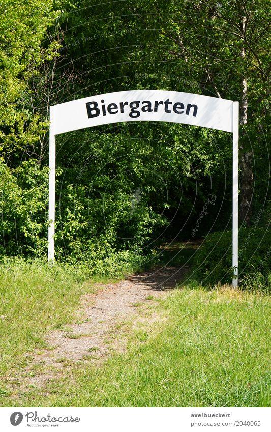 Biergarten Lifestyle Freizeit & Hobby Sommer Restaurant Natur Baum Garten grün Deutschland Eingang Torbogen Schilder & Markierungen Fußweg Wege & Pfade